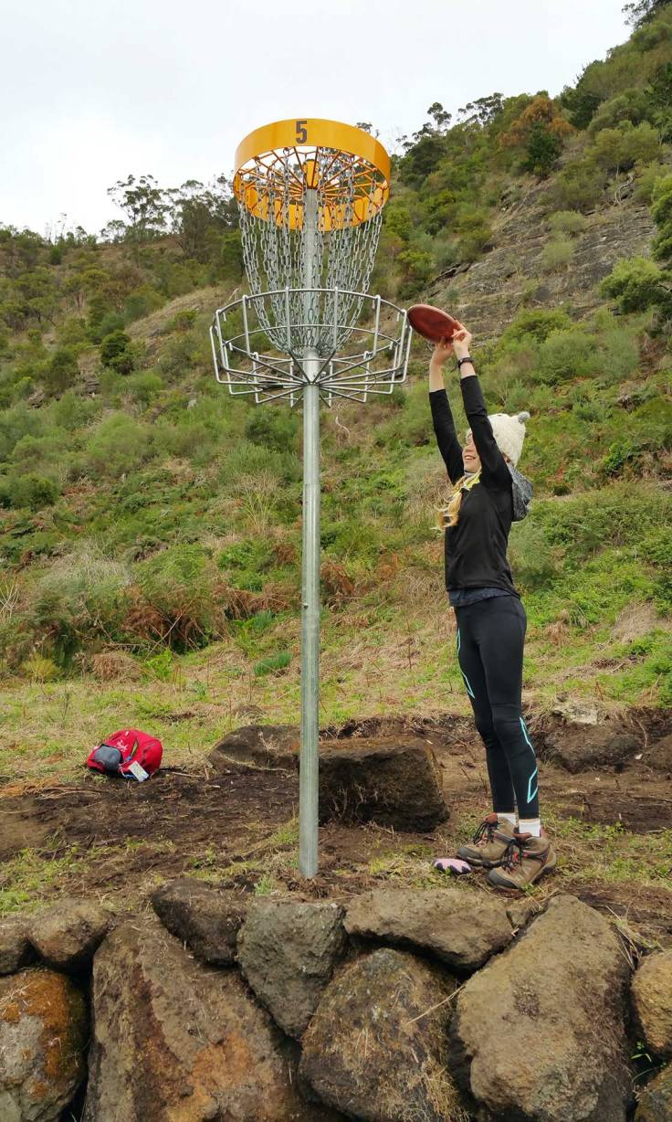 Putting on Hole 5 at Crater Lakes Disc Golf Park in Mt Gambier